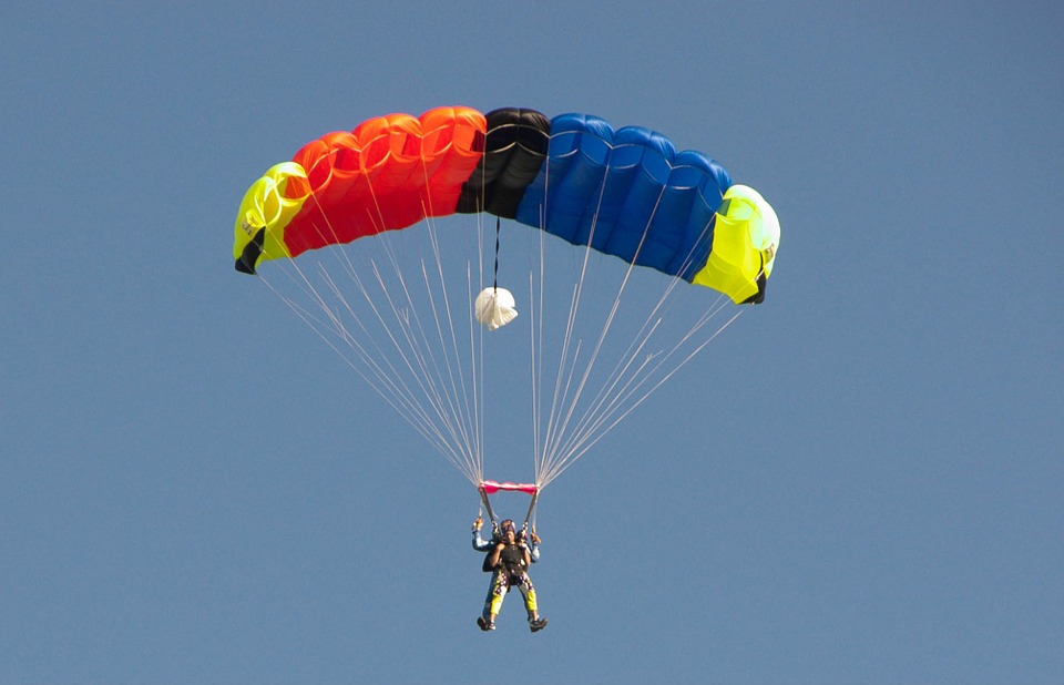 skydiver-376783_960_720